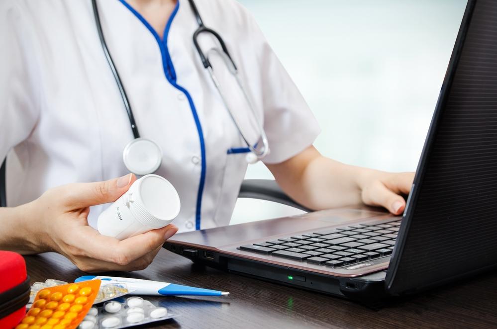 Врач нарколог выписывает лекарства фото клиника Нармед Москва